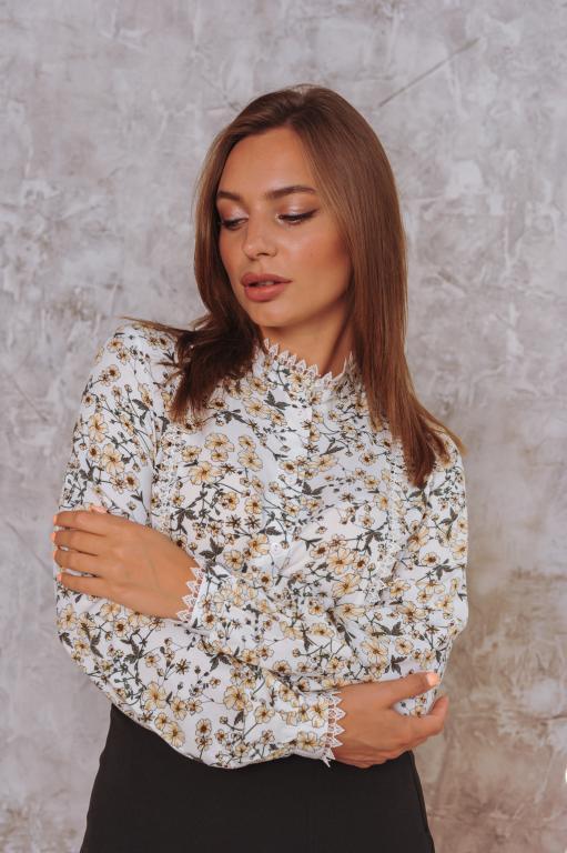 Женская рубашка Кристина белая с цветочным принтом