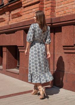 Женское платье с абстрактным принтом
