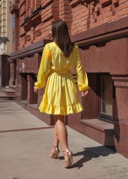 Элегантное женское платье цвет жёлтый
