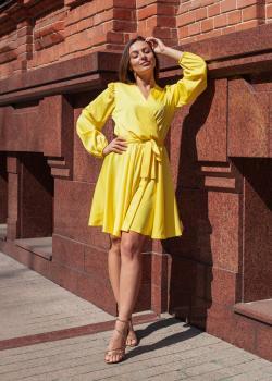Женское платье цвет жёлтый