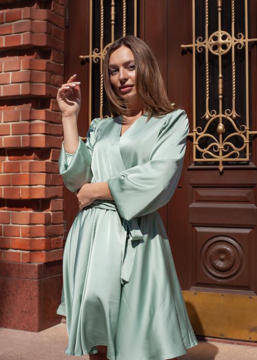 Женское платье цвет светло-зелёный