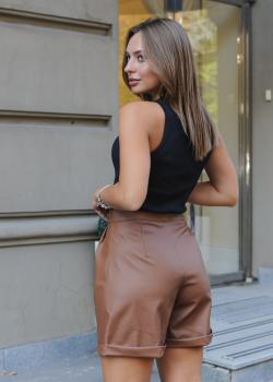 Женские шорты экокожа коричневые
