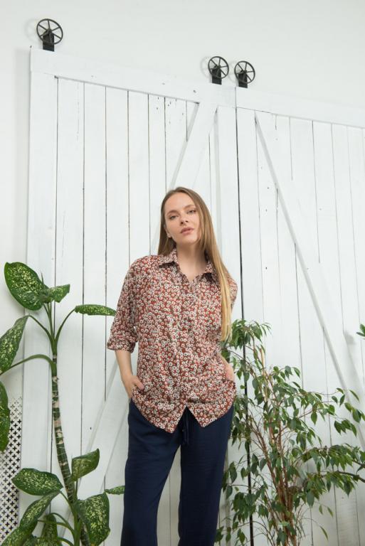 Женская летняя блуза Марфа кирпичная с цветочным принтом