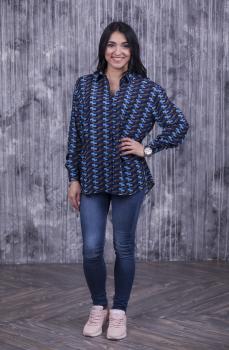 Женская рубашка Ария синяя с абстрактным принтом