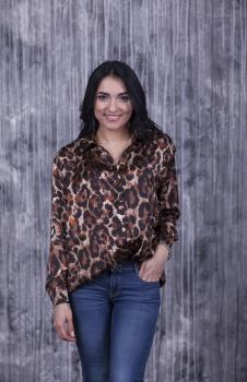 Женская рубашка Ария коричневая с леопардовым принтом