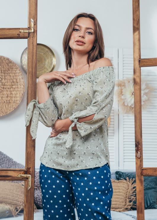 Женская блузка Мара оливковая с принтом
